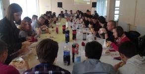 Zajednički ručak omladine.jpg0