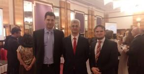Zajednička fotografija sa veleposlanikom R Turske0